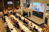 Video-Schaltung bei Process Insights Germany: Peter Fassbinder von Siemens war für seinen Vortrag über industrielle Qualitätsstandards live zugeschaltet