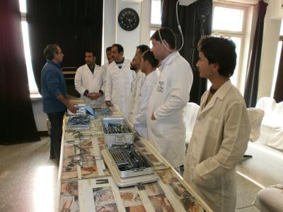Dr. Azim Mosafer (li.) bildet Ärzte in Afghanistan weiter, auch aus Weimar über die TecArt Software