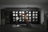 Die interaktive robotische Installation der Designer Clemens Weisshaar und Reed Kram ist keine Zukunftsvision, sondern eine voll funktionsfähige Implementierung von Industrie 4.0 (Fotograf / Quelle:  Matthias Ziegler)