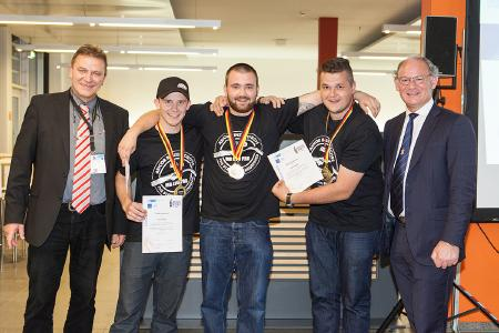 "The winners of the WELDCUP 2017. From left to right: Prof. Dr.-Ing. Heinrich Flegel (DVS President), the Gold-winning Team ""Switzerland"" and Chris Eady from the European Federation for Welding, Joining and Cutting (EWF) / Photo: DVS / Alexander Sucrow Fotografie"