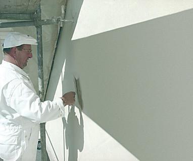 Die vorher definierten Sieblinien unterstüt-zen einen gezielten Kornaufbau der Putzrezeptur und garantieren eine gute Verarbeitung vor Ort / Foto: Dennert Poraver GmbH