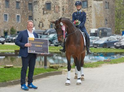 Continental fördert Reiterin Ann-Kristin Arnold im Rahmen der Initiative ProSportHannover einmalig mit 7.500 EUR