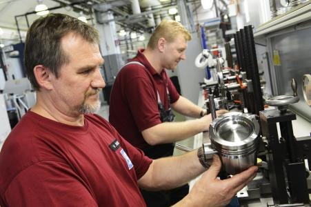 Production of steel pistons for commercial  vehicles