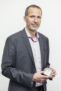 Bei Prof. Dr. Volker Knoblauch laufen an der Hochschule Aalen die Fäden für die mit 1,25 Millionen Euro geförderten Projekte zusammen. Fotohinweis: © Hochschule Aalen | Thomas Klink