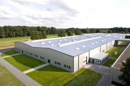 1984 wurde auch die Herstellung und die Errichtung von großen Leichtbauhallen für Industrie, Handel und Gewerbe in das Losberger Produktportfolio mit aufgenommen.