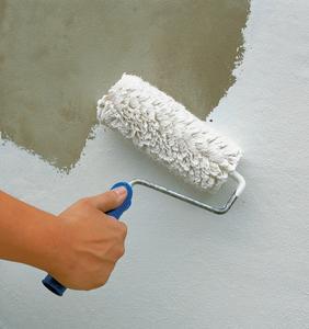 Mit der neuartigen Innenwandfarbe Premium Clean kann jetzt jeder Verarbeiter ohne Bedenken eine helle matte Wandbeschichtung an stark beanspruchten Flächen ausführen