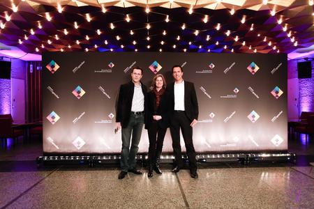 v.l. Erick Bochmann (Medienfabrik), Julia Ferguson (Deputy Head of Public Relations, FIFA), Marc Wagner (Medienfabrik)