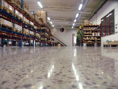 Industrieboden glänzend aufbereitet
