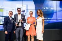 (v.l.n.r.) Christian Rummel (Jurymitglied German Brand Award), Stefan Neumann (Geschäftsführer 123erfasst), Ariane Redder (Marketingleiterin NEVARIS Bausoftware GmbH), Dr. Saskia Diehl (Jurymitglied German Brand Award)
