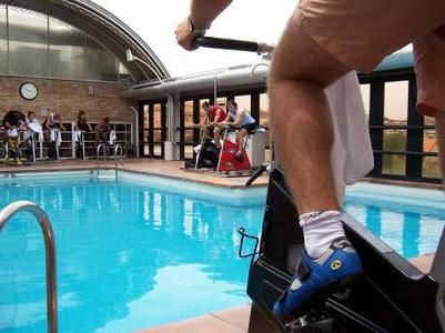 The facilities are very varied: heated swimming pool, steam bath, squash hall, weights room …