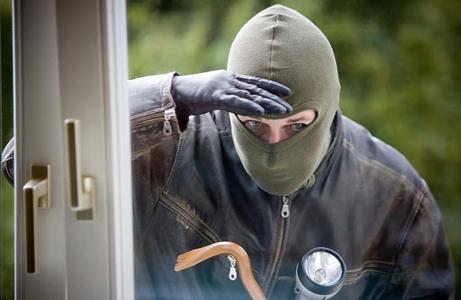 Einbrecher schlagen unabhängig von Tages- oder Nachtzeit zu. Eine Alarmanlage wie die B2 kann Schlimmes verhindern. Bild: tdx/Bublitz