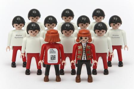 Mit Datamatrixcode etikettierte Playmobil-Figur