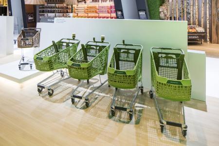 Weltneuheit von Wanzl – der Kunststoff-Einkaufswagen Salsa mit seinem auffallend neuen Designkonzept. Die 95-Liter-Variante geht 2017 an den Start (Fotos: Wanzl Metallwarenfabrik GmbH)