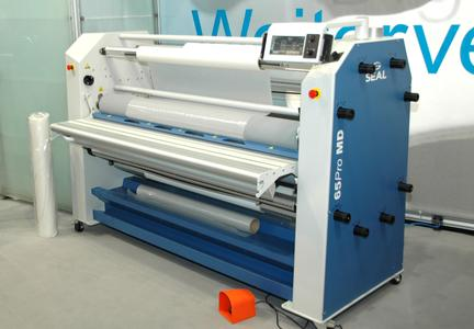 Has just been shown for the first time in Europe at the Viscom 2012 in Frankfurt: the new wide-format  laminator Seal 65 Pro MD. The touch-screen Easy Operator Interface control is the absolute highlight and to date is unique  in the industry. Photo Seal 65 Pro MD