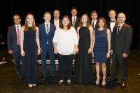 Sieben Absolventen wurden im Rahmen der Feierstunde für herausragende Studienleistungen ausgezeichnet (Bildquelle: Die Stadtfotografen)