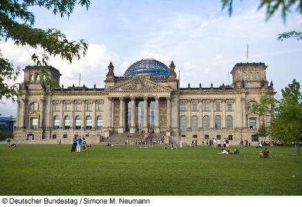Neben dem Reichstagsgebäude ist Piepenbrock in insgesamt 31 Liegenschaften im Regierungsviertel für den Deutschen Bundestag im Einsatz. (Bild: Deutscher Bundestag/Simone M. Neumann)