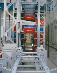 Ab April 2004 stattete Dematic die ersten Prototypen des Dematic Multishuttles mit Steuertechnik und Software aus, um die ersten Beta-Shuttles installieren zu können. Markteinführung war schließlich im Jahr 2006. (Foto: Dematic)