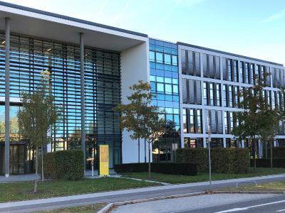 Rollos von Multifilm sorgen für effektiven Sonnenschutz im Bayernwerk Regensburg