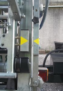 Sorgen für höchste Sicherheit und Komfort: der berührungslose Endschalter und der Zwei-Meter-Stopp in der Senkenfunktion. (Foto: Böcker Maschinenwerke, Werne)