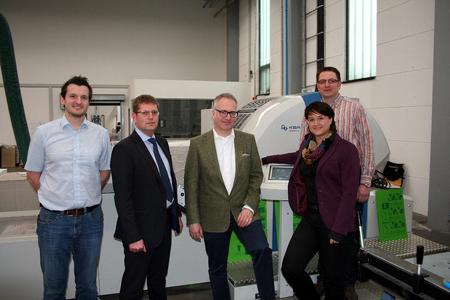 Group photo: Christoph Fehre, Head of Production at Druckhaus Mainfranken, Holger Volpert, Chairman of the Board of Directors at KBA-MePrint AG, Ulrich Stetter, Managing Director at Druckhaus Mainfranken, Sandra Ulsamer, Regional Sales Manager at KBA-MePrint, and Jürgen Winkler, Regional Manager at Druckhaus Mainfranken (left to right)