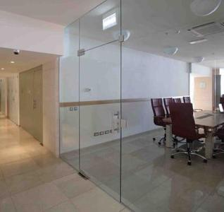 All-glass single action door with GEZE Patch Fittings, installation situation