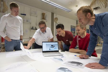 Im Makerspace der Hochschule Aalen wird am Design und an der Produktentwicklung gleichermaßen getüftelt / Bildnachweis: © Hochschule Aalen   Gaby Keil