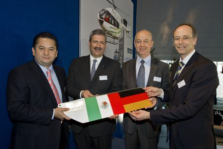 vlnr: 1)    Enrique Zepeda, CEO Transportes Aereos Pegaso 2)    Francisco Nicolas Gonzalez Diaz, the Ambassador of Mexico in Germany 3)    Dominique Maudet, Eurocopter's Executive Vice President Global Business and Services 4)    Wolfgang Schoder, Eurocopter's Executive Vice President of Programs / © Copyright Eurocopter, Charles Abarr