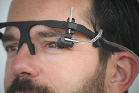 Die Kurve zeigt im dunklen Bereich die Reaktion der kleinsten Blutgefäße im Auge (Kapillare), die durch die künstliche Erhöhung des Augeninnendrucks hervorgerufen wurde (© Imedos Systems GmbH)