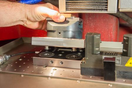 Die Bauhöhe des Nullpunktspannsystems musste so gering wie möglich sein, da die Kern Micro bauartbedingt lediglich 128 mm Gesamthöhe zulässt.