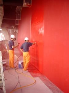 Efficient and quick: The painters made use of airless techniques when applying the paint (Photo: Caparol Farben Lacke Bautenschutz)