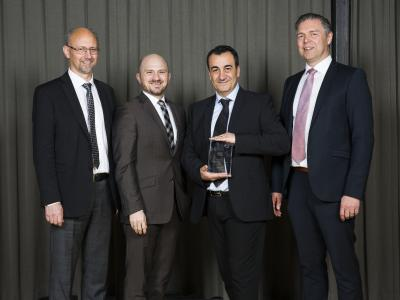 Presentation of Volvo's VQE award to two Pierburg locations, from left to right: Bill Rosenlund, Head of QM, Volvo, Dr. Jochen Luft, Plant Manager Pierburg Niederrhein, Sahil Cubuk, Quality Customer, Pierburg Niederrhein, and Bert Larsson, Director Powertrain Purchasing, Volvo