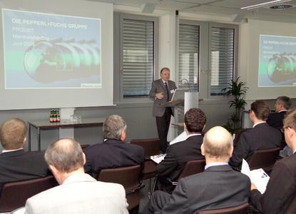 Bild 1: Dr. Kegel, Vorsitzender der Geschäftsleitung Pepperl+Fuchs eröffnet den Membership Day.