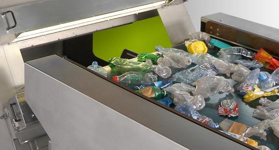 Verpackungsrecycling schließt den Kreis: Sesotec Sortiersysteme teilen gebrauchte Verpackungsmaterialien in sortenreine Fraktionen auf, die Voraussetzung für die Herstellung neuer, hochwertiger Produkte. (Foto: Sesotec) -300dpi