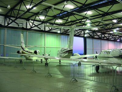 Flughafen Stuttgart: General Aviation Terminal. INTERPLAN realisiert Hallenbeheizung, Schallschutz, Klimatisierung des GAT