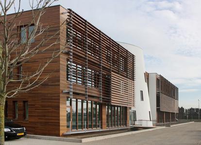 Eine Beschichtung mit der wasserbasierten Aqua HK-Lasur von Remmers schützt nicht nur die Fassade für lange Zeit, sondern ist auch umweltschonend aufgrund des niedrigen VOC-Gehaltes, Bildquelle: Remmers Baustofftechnik, Löningen