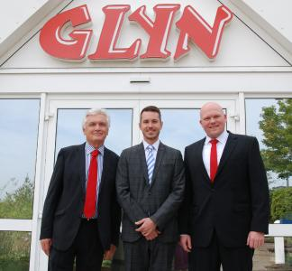 v.l.n.r Glyn Jones, Managing Director & Owner GLYN, Philipp Folberth-Teichert, Corporate Account Manager Distribution Intersil GmbH, A Renesas Company, Waldemar Günter, Junior Product Manager Intersil GLYN