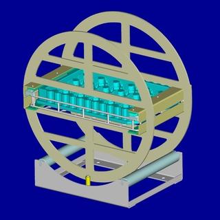 Der Warenträger mit dem Blister wird in der Dreheinrichtung um 180 Grad gedreht. Die Metallscheiben rasten durch Arretierbolzen stets in der richtigen Stellung ein.