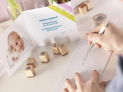 Neben bunten Maskingtapes verleihen auch süße Stempelmotive der Grußkarte eine persönliche Note