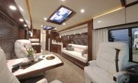 2018. Der VARIO Perfect 1200 Platinum mit neuem Deckenpanel: zweigeteilt, voll klimatisiert, umfangreiche Beleuchtungsszenen einstellbar