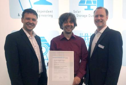 Bernd Hinzer, Leiter der Zertifizierung für Netzanschluss bei DNV GL; Tim Müller, CTO bei BELECTRIC; Jochen Springhorn, Projektmanager bei DNV GL