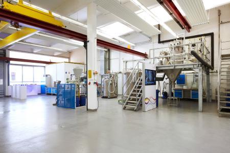 Messer betreibt in Krefeld, Deutschland, ein hochspezialisiertes Versuchstechnikum. Der gesamte Anlagenaufbau dient als Referenz, da er einer Produktionsanlage entspricht.