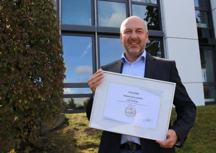 Bernd Hesse, Geschäftsführer Consulting & Human Resources der maihiro GmbH, freut sich über die erneute EcoVadis-Auszeichnung / Foto maihiro