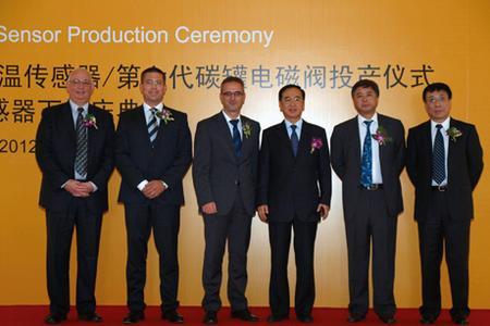 Von li. nach re.: Marc Ulbrich, Vice President Sensors & Actuators Asia, Powertrain, Mathias Miedreich, Vice President Sensors & Actuators EES, Powertrain, Klaus Hau, Executive Vice President Sensors & Actuators, Powertrain, Liu Runpu, Vice Director of Jilin Province People's Congress, Zhang Huanqiu, Director of Changchun City Economic Technology Development Zone, Pang Jichun, Deputy Secretary General of Changchun City