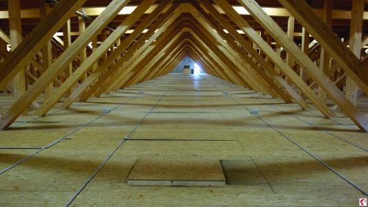 Raum und Flächen für Installationen über dem Untergurt der Fachwerkträger (Bildnachweis: Messe Dornbirn GmbH)