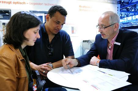 Kompetente Beratung durch Bau-Experten auf der GETEC © Solar Promotion GmbH