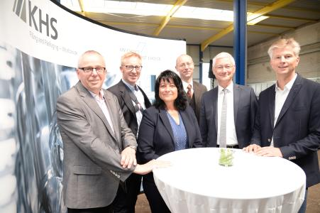 From left to right: deacon Michael Rübo, managing director of the Karl und Maria Kisters Stiftung, Prof. Dr.-Ing Matthias Niemeyer, chairman of the KHS Group Executive Management Board, Sonja Northing, mayor of Kleve, Dr. Joachim Rasch, business promoter in Kleve, Wolfgang Spreen, Kleve's district administrator, and Norbert Pastoors, head of the Packaging Product Division at KHS. (Source: KHS Group).