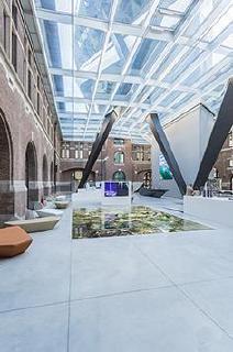 Das neue Port House ist baukörperliches Bindeglied zwischen Stadt und Hafen – auch im Inneren wird über Blickachsen diese Verbindung hergestellt / Bildnachweis: Schüco International KG