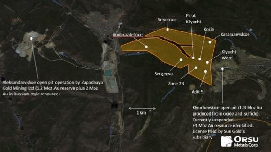 Grundriss des 7,6 km² großen Konzessionsgebiets Sergeevskoe mit Standorten der wichtigsten Goldprospektionszonen und zwei benachbarten Tagebaubetrieben