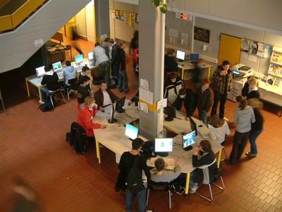 """""""Der Einsatz freier Software und eines robusten Linux-Netzwerks gestatten eine freizügige und zugleich individuelle Nutzung."""" Quelle Foto: Einhard-Gymnasium"""