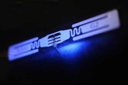 """Für die berührungslose Identifikation gibt es RFID-Starterkits – vom """"Portable Slap & Ship"""" bis hin zum """"Print, Code & Apply Flag-Tag""""-System"""